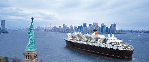 QM2 in New York