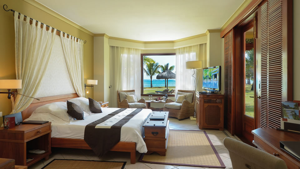 Dinarobin Beachfront Club Junior Suite