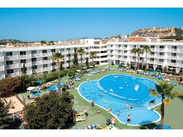 Cheap holidays to apartments gran santa ponsa santa ponsa for Aparthotel jardin de playa santa ponsa