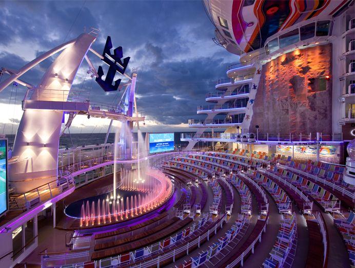 Cruceros Royal Caribbean, Aqua Theater
