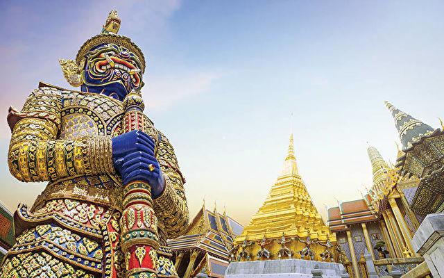 Thailand & Vietnam Fly Cruise