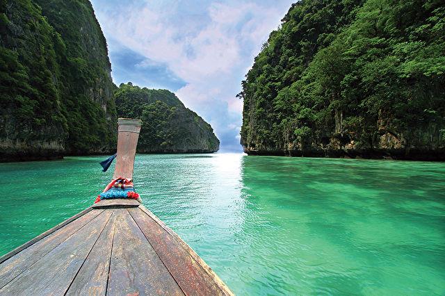Phuket & Singapore Stays with Malaysian Cruise